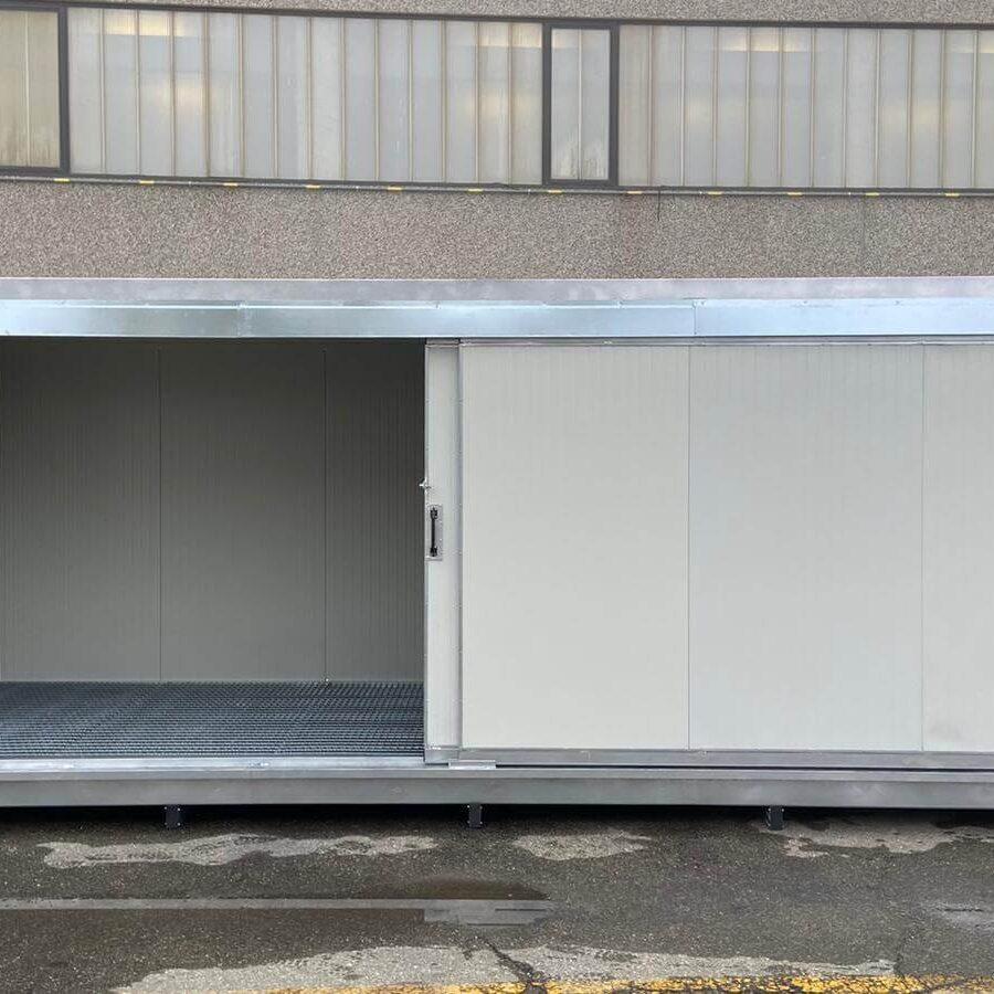 Containermit Auffangwanne 6m, gedämmt, mit Schiebetür